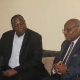 Visite du Pr Théophile Obenga au siège du CERDOTOLA